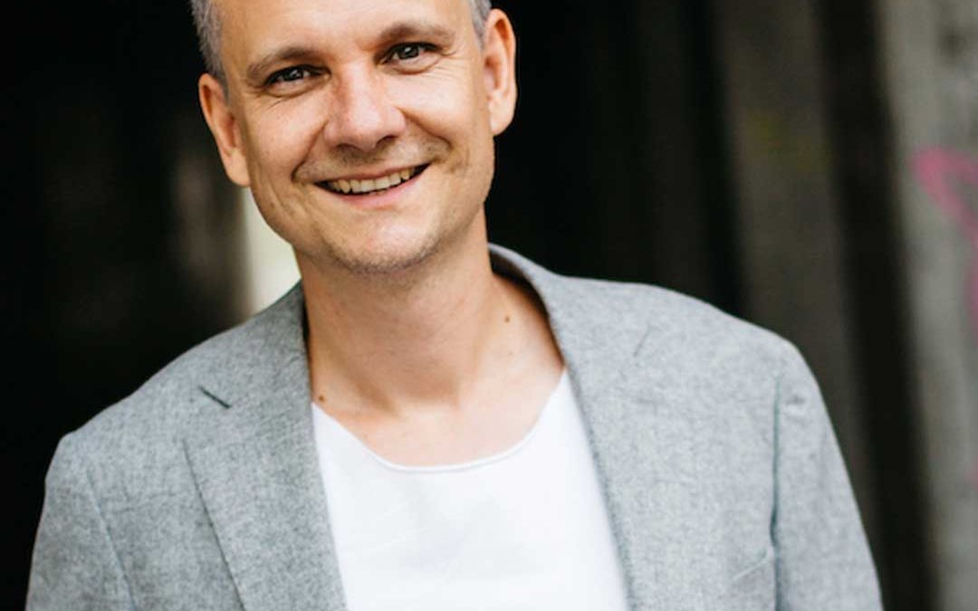Präsenz stärken – Im Interview klar überzeugen mit Schauspieler und AuftrittsCoach Sebastian Weber